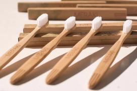 cepillo-de-dientes-de-bambu-ecologicos-suave-D_NQ_NP_739270-MLU25742565782_072017-F